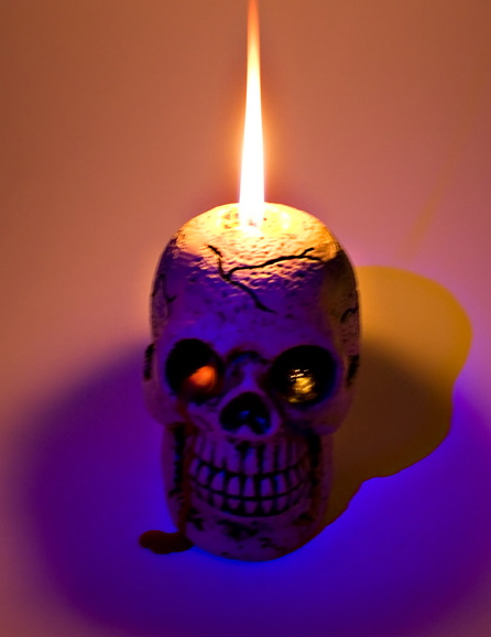 skull_candle_lit